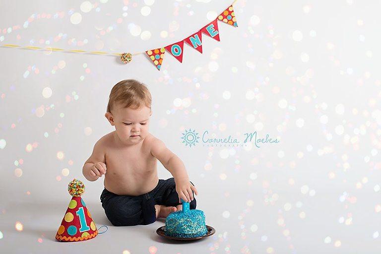 Kinderfotoshooting Cake Smash 1. Geburtstag Familienfotos Babyfotografie Cornelia Moebes Photography Baar Zug Zürich Luzern