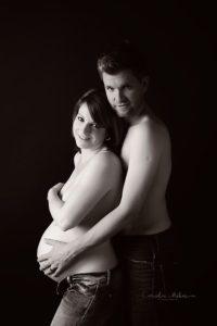 Schwangerschaftsfotografie Babybauch Shooting Maternity Neugeborenenfotografie Newborn Babyfotografin Schwangerschaft Mutterschaft Cornelia Moebes Photography Zug Zürich Luzern Aargau Schwyz Familie Familienfotos