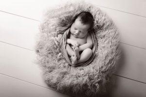 Neugeborene newborn shooting Neugeborenenfotos Neugeborenenfotografie Babyfotografie newborn baby photography Babyfotografin Zug Zürich Luzern Schwyz Aargau Cornelia Moebes Photography