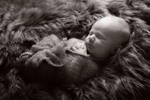 Neugeborenenshooting Neugeborenenfotografie Neugeborenenfotos newborn shooting Babyfotografie Babyfotos baby photographer Babyfotograf Zug Zürich Luzern Aargau Schwyz Cornelia Moebes Photogrphy
