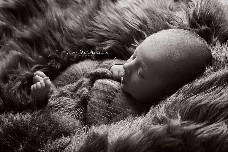 Neugeborenenbilder Neugeborenenshooting Neugeborenenfotografie newbornphotography newborn shooting Babyfotografie Babyfotograf Zug Zürich Luzern Aargau Schwyz Cornelia Moebes Photography