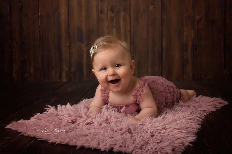 Babyfotos Babyshooting Babyfotografin Baby girl sitter session Kindefotografie Kinderportrait Cornelia Moebes Photography