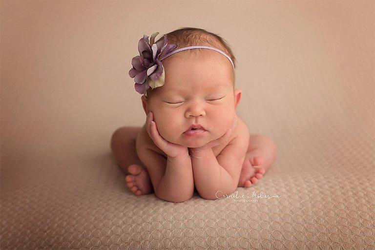 Neugeborenenshooting Newbornsession Babyfotografie Babybilder Familienfotograf Cornelia Moebes Photography Zug Zürich Luzern