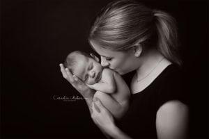 Neugeborenenshooting Newbornsession Neugeborenenfotograf Babyfotografie Babybilder erste Portraits Familienshooting Cornelia Moebes Photography Zug Zürich Luzern