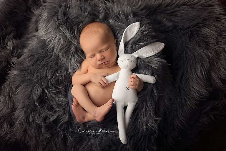 Neugeborenenbilder Newbornshooting Newborn Photographer Portrait Babyfotografie Cornelia Moebes Photography