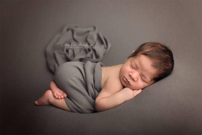 Newbornshooting Newbornphotography Babyfotografie Neugeborenenfotografie Neugeborene Neugeborenenfotos Neugeborenenshooting Babybilder Fotograf Zug Zürich Cornelia Moebes Photography