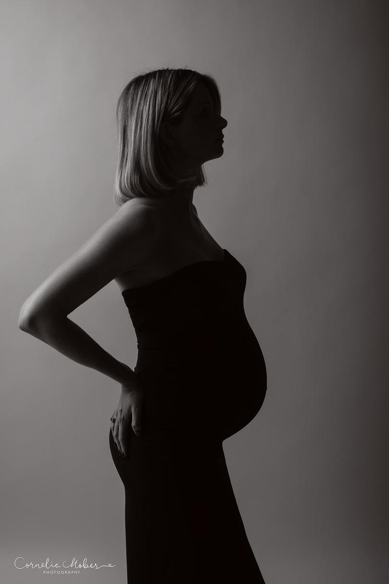 Schwangerschaftsshooting Schwangerschaftsfotografie Babybauch maternity photographer maternity Portrait expecting mom Cornelia Moebes Photography Zug Zürich Luzern