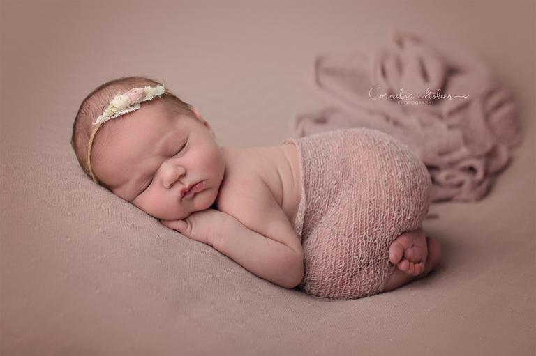 Neugeborenenfotografie Neugeborenenfotos Newbornportraits Newbornshoot Newborn Baby Photographer Babyshoot Babyfotografie Portrait Familie Cornelia Moebes Photography
