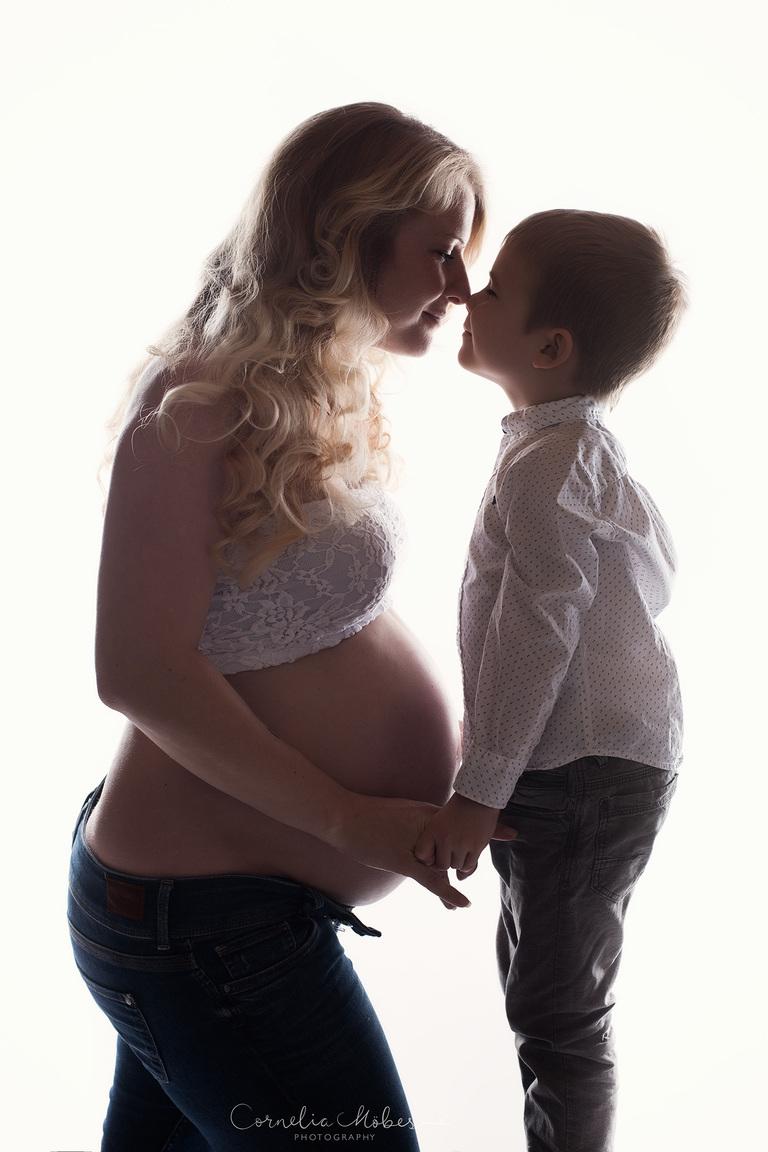 Maternity Shooting Babybauch Maternity Portrait Mom to be Schwangerschaftsfotografie Schwangerschafs Porträt FineArt Portrait Familie Fotograf Zug Zürich Porträtfotograf Schweiz Cornelia Moebes Photography